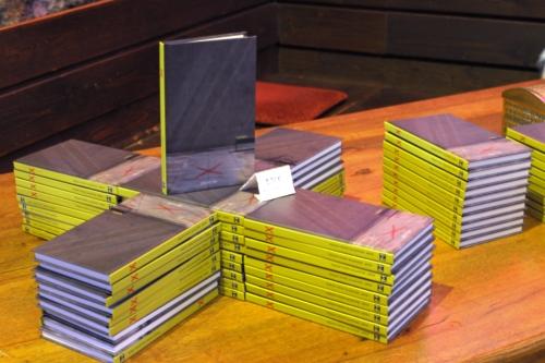 mosaikX_Buchpräsentation_Büchertisch (1)